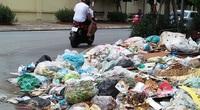 Bức xúc với bãi rác án ngữ nút Phạm Hùng - Nguyễn Quốc Trị