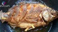 Mẹo rán cá vàng giòn, thơm nức không dính chảo, người nội trợ nào cũng cần
