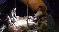 Nóng hầm hập, nông dân Quảng Trị vẫn trắng đêm canh giữ loại quả lãi gấp 4 lần so với cấy lúa