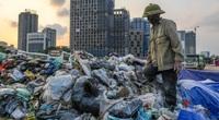 Đường phố Hà Nội ngập ngụa trong những núi rác to chình ình