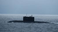 Thấy tàu ngầm tấn công Nga nổi lên, Anh vội điều tàu chiến bám đuôi