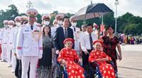 300 Bà mẹ Việt Nam anh hùng vào Lăng viếng Chủ tịch Hồ Chí Minh