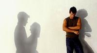 Điếng người nghe thấy tiếng vợ thở dốc trong phòng sếp, kinh hãi hơn khi biết lý do