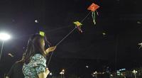 Bầu trời đêm Hạ Long đầy màu sắc với hàng trăm cánh diều