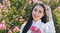 """Á khôi sinh viên Việt Nam khoe sắc bên hoa tường vi gây """"sốt"""" mạng"""