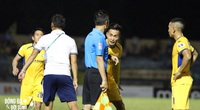 Ban trọng tài bị VFF ''tuýt còi'' vì khiến V.League 2020 liên tiếp nổi sóng gió
