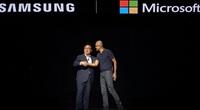 """Nhiều năm là """"bạn thân"""" với Apple, giờ Microsoft lại muốn """"bắt cá hai tay"""" khi làm thân với Samsung nữa"""