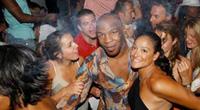 Vì sao võ sĩ Mike Tyson tấn công 7 gái mại dâm?