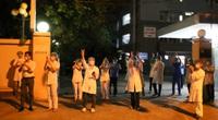 Đà Nẵng: Người dân, y bác sĩ vỡ oà niềm vui giây phút dỡ bỏ lệnh cách ly