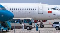 """Clip: Chuyến bay đầu tiên đón khách """"mắc kẹt"""" ở Đà Nẵng vì Covid-19 đã về tới Hà Nội"""