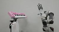 Thú vị: Robot Hàn Quốc chơi đàn piano một cách duyên dáng