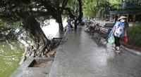 Bất ngờ trước chất lượng đá lát vỉa hè và bê tông kè xung quanh Hồ Gươm