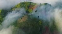 Núi lửa triệu năm tuổi chìm trong biển mây ở Gia Lai