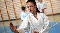 Robert Lewandowski mát mặt với vợ yêu là... cao thủ karate