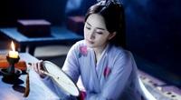 """""""Nữ hoàng cổ trang Trung Quốc"""" bị dân mạng """"soi"""" nhan sắc trên thảm đỏ, fan """"ra tay"""" bênh vực"""