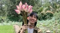 Chàng trai 23 tuổi - thanh xuân rực rỡ mỗi ngày chăm 2.000 gốc hồng, nuôi cá và trồng rau, cây ăn quả