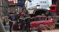 Video hiện trường xe container đè bẹp ôtô làm 3 người chết ở Hà Nội