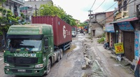 """Một thập kỷ người Hà Nội sống chung với con đường đầy rẫy """"hố bom"""", """"ổ voi"""""""