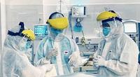 21 nhân viên y tế mắc Covid-19, áp lực chống dịch lớn