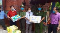 Covid-19: Hội Nông dân tỉnh Quảng Nam vượt núi rừng ủng hộ, động viên bộ đội tại điểm chốt biên giới