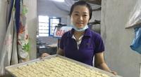 Quảng Nam: Cô nàng kỹ sư thực phẩm Đại học Bách khoa bỏ phố về làng làm thứ bánh quê