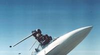 Khi nhảy dù khỏi máy bay, phi công đối mặt với những nguy hiểm nào?