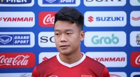 """Trung vệ Nguyễn Thành Chung: Lớp 10 đã bị """"cắm sừng"""", giờ thì """"FA"""""""