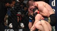 "Clip: Nurmagomedov ""giã"" 20 đòn khiến McGregor… sưng phù mặt"