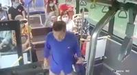 Nhổ nước bọt vào nữ nhân viên xe buýt: Phạt tiền có đủ sức răn đe?