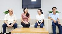 """Bí thư tỉnh Ninh Bình động viên thí sinh nữ giữ kỷ lục điểm cao cuộc thi """"Đường lên đỉnh Olympia"""""""