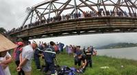 Tài xế ô tô lao xuống sông cứu cô gái trẻ, cả 2 cùng tử vong