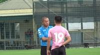 Quang Hải buồn bã ra tập riêng sau khi HLV Chu Đình Nghiêm gọi ra nói chuyện