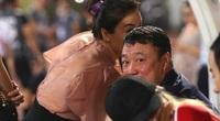 Vợ chồng HLV Trương Việt Hoàng: Tài sắc vẹn toàn, CĐV ngưỡng mộ