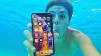 """Điện thoại iPhone có thể chống nước không, """"chịu"""" được bao phút?"""