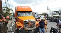 Hải Phòng: Xe container đâm một loạt xe máy chờ đèn đỏ, nhiều người bị thương
