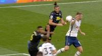 VAR và Luật chạm tay mới đang đưa bóng đá về thời tiền sử?