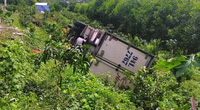 Dừng xe đi vệ sinh, tài xế bị ôtô tải mình lái đè chết tại chỗ