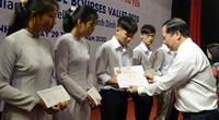 """Học bổng Vallet """"đến tay"""" học sinh, sinh viên Bình Định, Phú Yên và Gia Lai"""