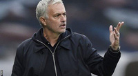 """Tottenham vượt qua Chelsea, HLV Mourinho lại than phiền về vấn đề """"hành xác"""""""