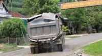 """Bình Định: Đoàn xe """"siêu tải"""" cày xéo, 16km đường ở huyện miền núi """"nát như tương"""""""