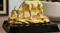"""Tết 2021: Đại gia ráo riết """"săn"""" bằng được trâu mạ vàng 24K độc, lạ và cực sang"""