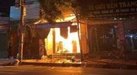 Clip cận cảnh vụ cháy cửa hàng tạp hóa ở Thái Bình khiến nữ sinh lớp 9 tử vong