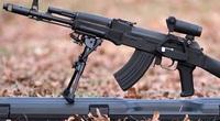 """Súng tiểu liên AK """"khét tiếng"""" của Nga nguy hiểm cỡ nào?"""