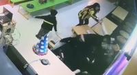 Lộ lý do người phụ nữ ôm con nhỏ bị 2 thanh niên hành hung dã man ở Hà Nội