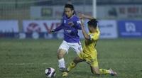 Cầu thủ CLB Nam Định trả giá vì phạm lỗi với Đỗ Hùng Dũng