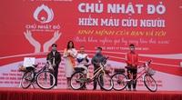 Hoa hậu Đỗ Thị Hà và Wiibike tặng xe đạp trợ lực điện cho 3 chàng trai Bách Khoa hiến máu nhiều nhất