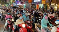 Kẹt xe khủng khiếp ở Sài Gòn, người dân nhích từng chút về nhà