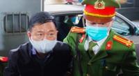 Hình ảnh ông Đinh La Thăng cùng các đồng phạm được dẫn giải đến tòa từ rất sớm