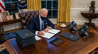 Ông Biden loại bỏ khỏi văn phòng thứ từng gắn bó không thể thiếu của ông Trump trong Nhà Trắng