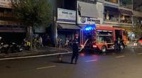 Giải cứu 7 người mắc kẹt trong căn nhà nhiều tầng bốc cháy dữ dội lúc rạng sáng